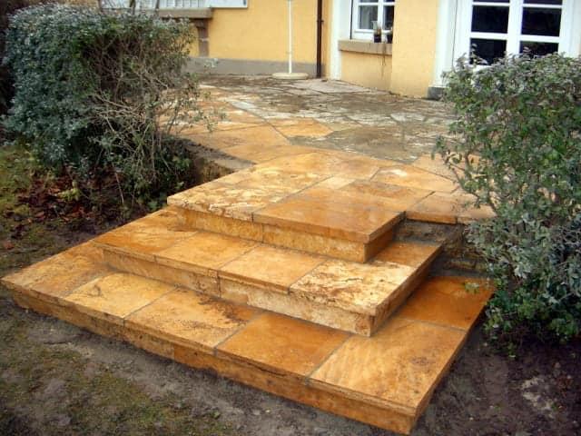 Gartentreppe bei Landshut Podest Travertin