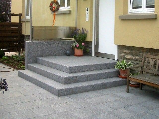 Hauseingang Granit Blockstufen