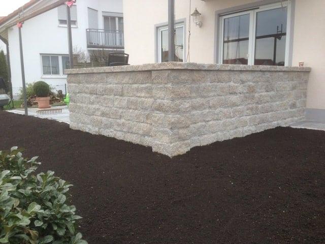 Natursteinmauer Gartenbau