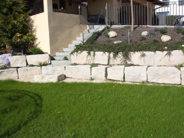 Natursteinmauer Hang