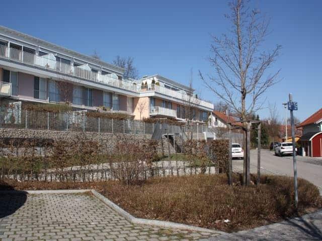 Gewerbe und Wohnbau Parkplätze